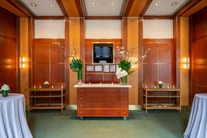 The Jacobs Room bar decorated with votive candles and dramatic green and white floral arrangements