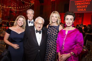 Tina and Terry J. Lundgren, Henry Kissinger, Paula Zahn, and Mercedes T. Bass (Photo by Chris Lee)